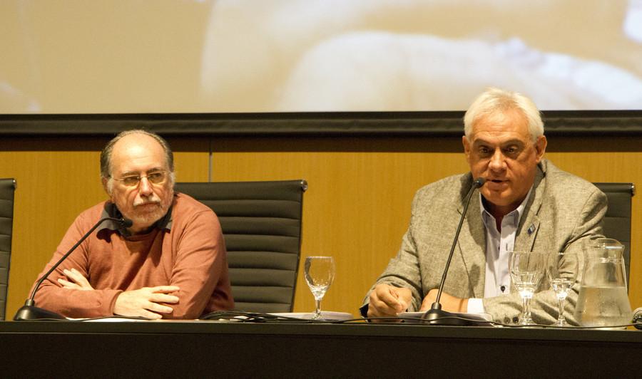 La Dirección de Medios de la UNDAV participa en la presentación del libro de la de la primera radio universitaria uruguaya